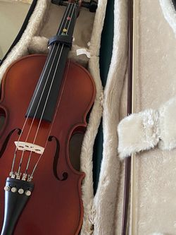 My Sisters Old Barely Used Becker Violin 1/2 for Sale in Anaheim,  CA