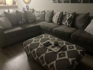 Big sectional couch for Sale in Hialeah, FL