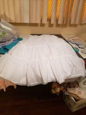 Plus size Wedding dress petticoat fluffy(white) for Sale in Maywood, IL