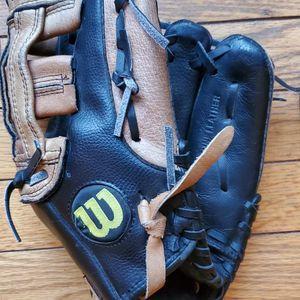 Wilson Baseball Glove for Sale in Clarkston, MI
