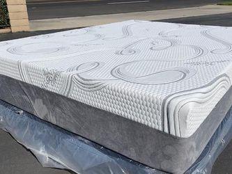 Queen Cooling Hybrid Gel Memory Foam Mattress for Sale in Pico Rivera,  CA