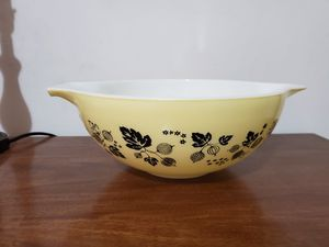 Yellow gooseberry bowl pyrex for Sale in Lathrop, CA