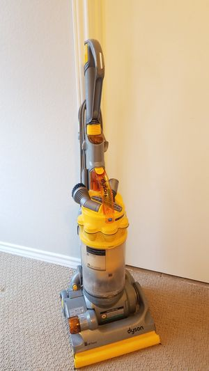 Dyson all floors vaccum for Sale in Carrollton, TX