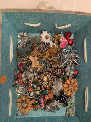 Collection of 66 brooches for Sale in Port Charlotte, FL