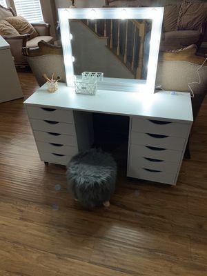 Vanity Desk for Sale in Rialto, CA