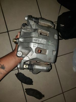 Infinity g37 front right brakes and pads oem for Sale in Bell Gardens, CA