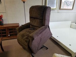 Lift chair power recliner for Sale in Tulsa, OK