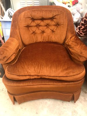 Small couch for Sale in Lynwood, CA