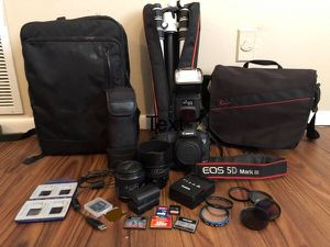Canon EOS 5D Mark III DSLR Kit 50mm f/1.4 24mm f/2.8 EF Lenses for Sale in Gulfport, MS