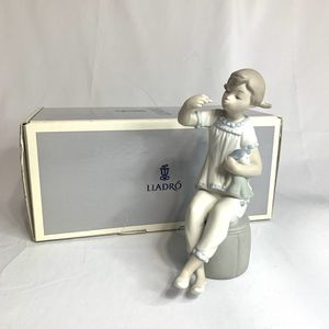 Lladro GIRL WITH DOLL & LIPSTICK #1083 Matte for Sale in Portsmouth, VA