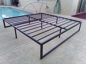 New King Size 14in Platform Bed for Sale in Henderson, NV