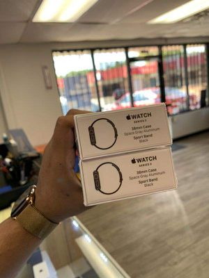 Apple Watch series 3 38mm gps only EV G for Sale in Dallas, TX