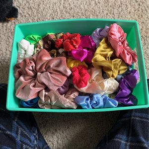 86 scrunchies + one huge one for Sale in Manteca, CA