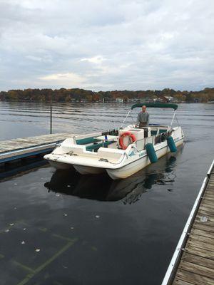 Sportcraft Mardi Gras 26 foot fiberglass deck boat for Sale in Coraopolis, PA