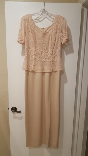 Ladies dress size 14 and shoes size 8 1/2 B for Sale in Palm Springs, FL