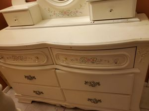 Twin frame & nightstand & dresser with mirror for Sale in Spring Valley, CA