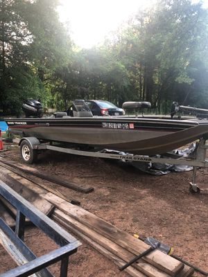 """2002 Bass Tracker Pro Crappie 175 (17'5""""), 40 HP Mercury outboard motor for Sale in Charlotte, NC"""