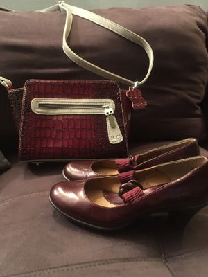 Burgundy bag and shoes FREE for Sale in New York, NY