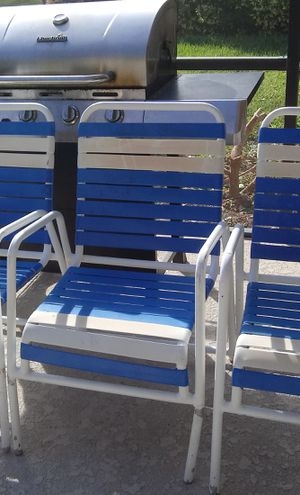 4 free pool chairs for Sale in Clermont, FL
