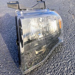 07-14 FORD EXPEDITION DRIVER LEFT LH SIDE HEADLIGHT HEADLAMP OEM for Sale in DeKalb, IL