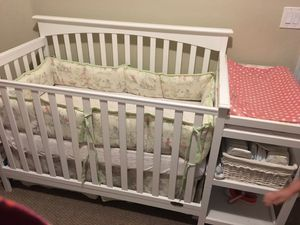 White crib with changing table attached. for Sale in Pompano Beach, FL