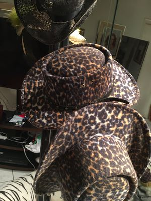 LADIES SIZE 7.1 beautiful hat just no more room inn my closet for Sale in Orlando, FL