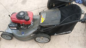 Lawn mower automatic transmission powered by Honda motor good condition $200 for Sale in Los Angeles, CA