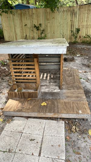 Free dog house for Sale in Seffner, FL