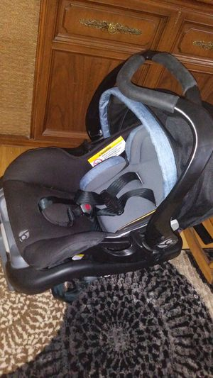 Car seat baby trend for Sale in Troy, NY