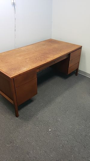 Office desk for Sale in Clinton, MD