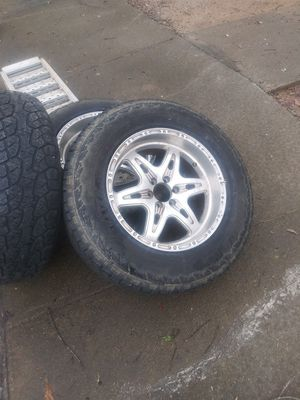 18 inch rim and tire 6 lug Toyota,chevy for Sale in Heflin, AL