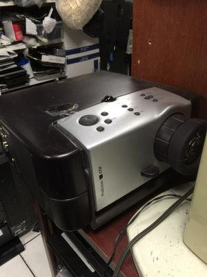 Philips 4750 projector with lamp for Sale in Miami, FL