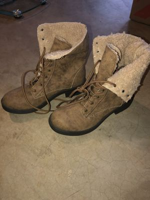 Women's boots size 9 for Sale in St. Louis, MO
