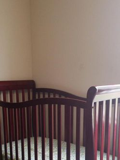 Dream On Me Violet 7-in-1 Convertible Life Style Crib, Cherry & Free Mattress for Sale in Bloomington,  IL