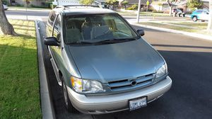 1999 Toyota Sienna minivan for Sale in Anaheim, CA