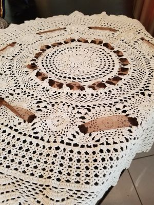 """$10.00 - Handmade Table Topper, Round/30"""" - Clean/Like New! for Sale in Miami, FL"""