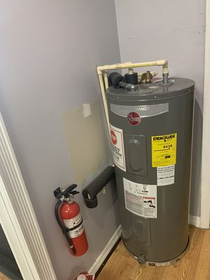 Electric water heater for Sale in Port St. Lucie, FL