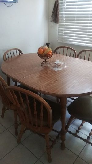 Dining table with 6 chairs comes with 2 extander to seat more people for Sale in Milwaukee, WI