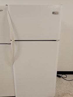 Frigidaire Top Freezer Refrigerator Used Good Condition With 90day's Warranty for Sale in Washington,  DC