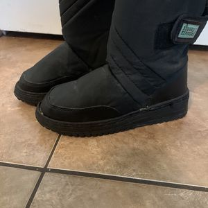 Kids Size 5 Snow Boots for Sale in Las Vegas, NV