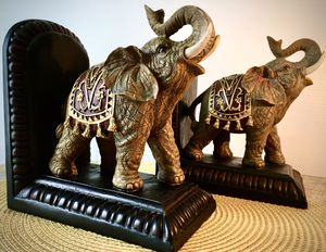 Set 2 Vintage decorative book holders Elephant H8xL7xW4 inch LbsSet 3.7 for Sale in Chandler, AZ
