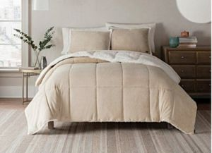 New UGG reversible comforter set in twin for Sale in Henderson, NV