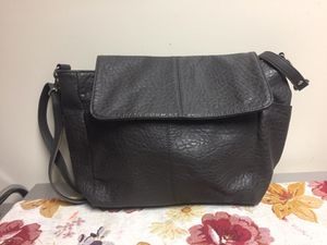 Thirty one jewel messenger bag grey for Sale in Inwood, WV