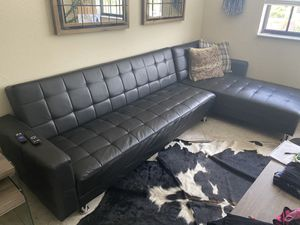 Black leather convertible sofa for Sale in VLG WELLINGTN, FL