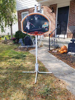 Indoor/ Outdoor Basketball Hoop for Sale in Pickerington, OH