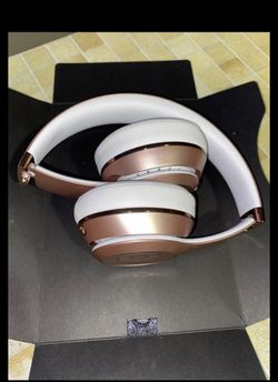 beats solo 3 wireless rose gold for Sale in Takoma Park,  MD