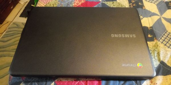 Samsung Chrome mini laptop with charger