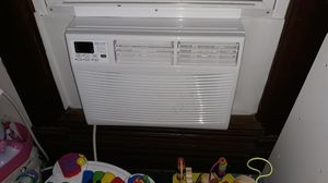 A/C unit with remote for Sale in Lockport, IL