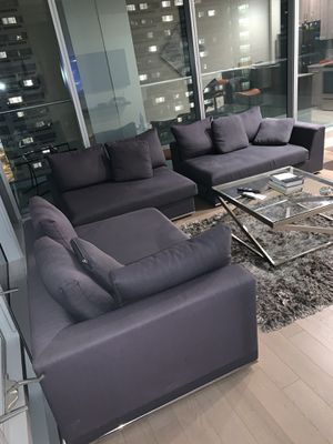 Stylish sectional couch! MUST PICK UP THIS WEEKEND GEATR DEAL! for Sale in MIDDLE CITY EAST, PA