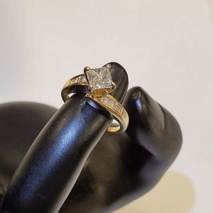 14K Yellow Gold Ladies Princess Cut 1ct Diamond Engagement Wedding Ring 5.5 for Sale in Auburn, WA